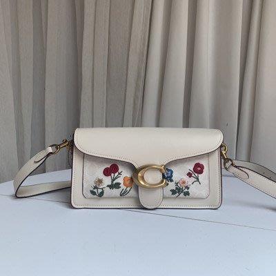 【八妹精品】COACH 98126 新款草莓印花皮夾 女式百搭長夾 手拿包 錢包  錢包