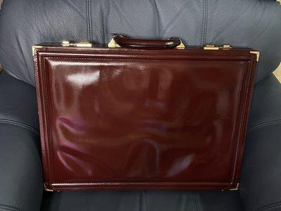 【李歐的二手皮件】幾乎全新絕版品 Jourdan GRAIN COWHIDE 牛皮暗酒紅色 007密碼鎖手提公事包