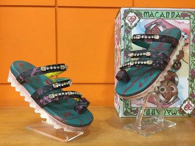 【阿典鞋店】**Macanna**麥坎納專櫃~繆斯系列~縫鑽寶石牛皮+羊皮夾腳拖鞋6302
