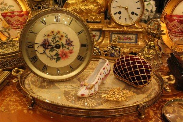 【家與收藏】特價稀有珍藏歐洲古董英國古典手工刺繡銅浮雕古董機械桌鐘 8