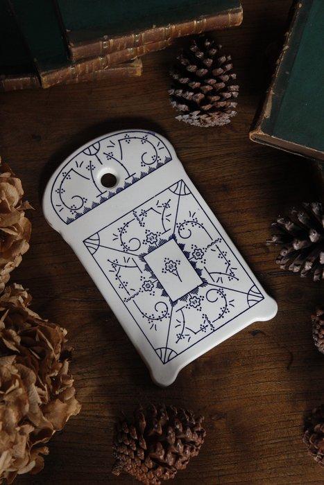 比利時BOCH唐草瓷板 歐洲古董老件(06_Ton-13)【小學樘_歐洲老家具】