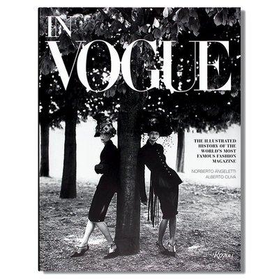 英文原版 In Vogue 《Vogue》雜志經典時尚攝影服裝照片回顧 Dior大牌潮流時尚服裝設計作品書籍