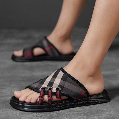 【時尚先生男裝】大碼男鞋男士拖鞋一字夏季透氣室外韓版潮流百搭新款外穿格子涼拖 2005240140