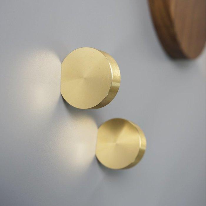 ABOUT。R  北歐設計師款櫃子櫃門金色把手房間客廳牆面圓形衣帽掛勾創意時尚把手拉手掛勾螺絲造型掛勾壁掛 創意個性掛勾