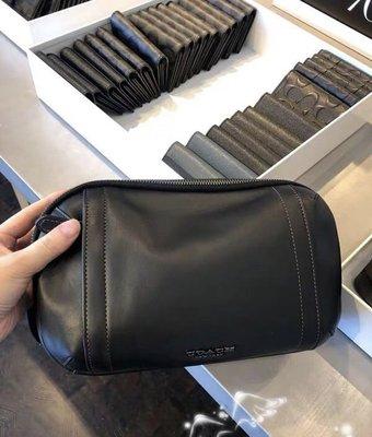 美國正品 琪琪OUTLET代購 COACH 37594 新款男士雙拉鏈隔層素色全皮胸包 背面透氣網面腰包 附購買憑證