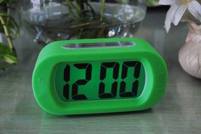 【712】矽膠防摔大屏超清晰LCD鐘 電子鐘 LED鬧鐘 電子鬧鐘 新台幣:228元
