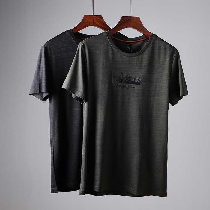 [C.M.平價精品館]新品特價170~185品味有型透氣舒適精緻浮雕立體字母印花短袖T恤