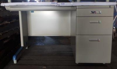 [安心生活館] 120*70 單邊三抽屜辦公桌/ 電腦桌 特價3300元