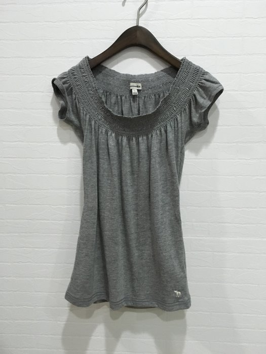 Maple麋鹿小舖 abercrombie&fitch * a&f  女童款灰色小包袖上衣* ( 現貨L號 )