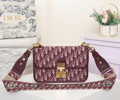 名品部落~Dior 最新款 頂級貨 原單 簡約時尚女包寬肩帶老花布系列單肩包小方包05RX235