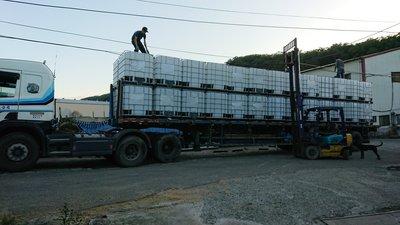 ibc.1噸桶.一噸桶.(我最便宜).方型儲水桶.IBC桶.儲液桶.HDPE桶.鐵框方形膠桶.耐酸鹼抗油抗蝕.可堆疊