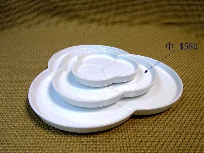 日本陶瓷【小田陶器】tomoe餐盤(中)三花白瓷盤 文創文青造型盤子 點心盤零嘴盤水果盤 骨瓷質感素瓷盤