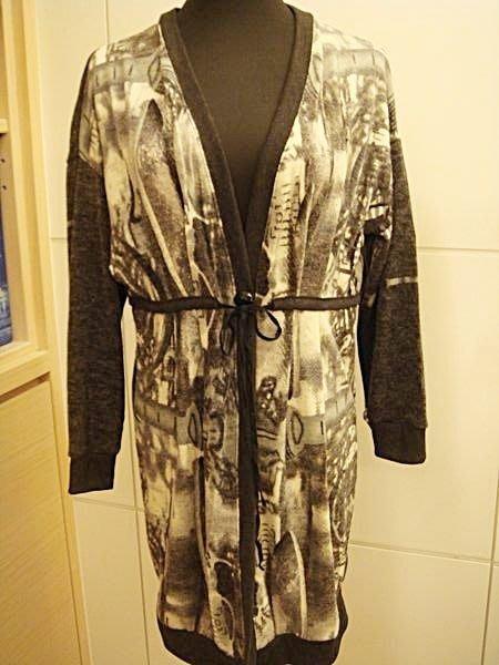 出清大降價!全新義大利 Lanshuixin 未穿過灰黑色長版設計款造型罩衫外套,低價起標無底價!本商品免運費!