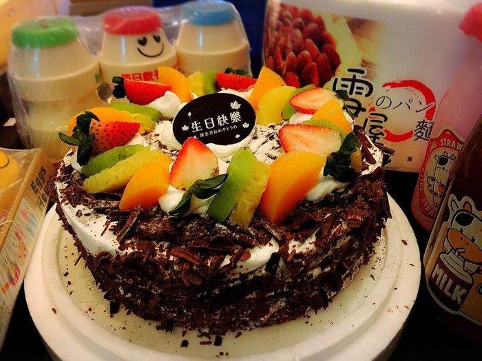 ❤ 歡迎自取 ❥ 雪屋麵包坊 ❥ 藝術款式 ❥ 黑森林 ❥ 8 吋生日蛋糕 ❥ 9 折優惠中
