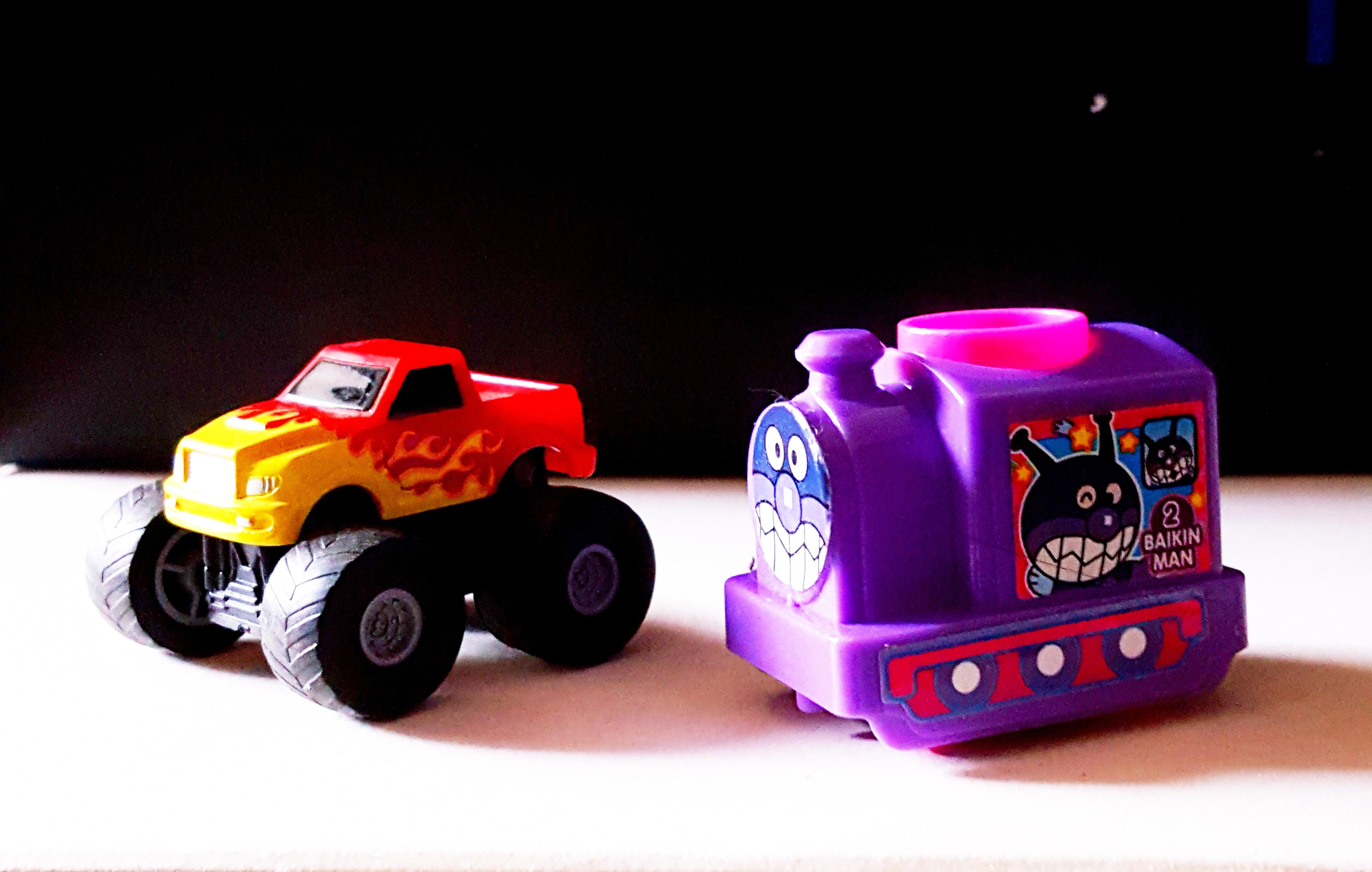 《廣寶閣》MKK022 日本迴力玩具車ダイドブ-レンド& 麵包超人造型 兩台86