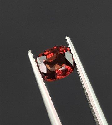 揚邵一品 天然無燒 緬甸橘棕色尖晶石1.16克拉 色濃郁且火光閃耀 適合做特色首飾 歡迎收藏(非緬甸絕地武士霓虹紅寶石)