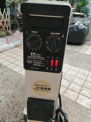 二手功能正常 德國原裝進口北方11片大台的電暖器出清便宜賣 底下的架子有重新噴漆 不妨害使用 只賣2900元大榮貨運免運