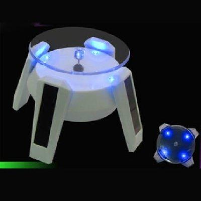 5Cgo 【批發】含稅會員有優惠  13433850037 裝飾品展示架 太陽能手機旋轉架 手機座 玉镯托架《帶藍燈》