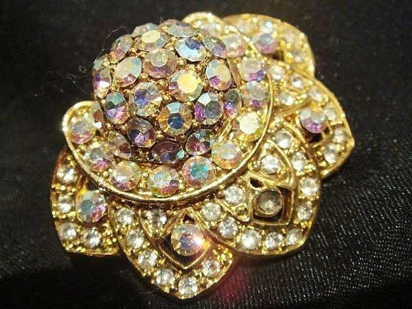 全新!美國帶回黃金色鑲水鑽奢華夾式耳環,低價起標無底價!本商品免運費!