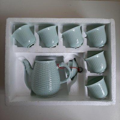 【MarsC】早期金門宏玻陶瓷金色字體落款青色茶壺杯組(1壺6杯)(25101464)-自取最好