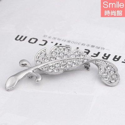 【25A70】SMILE-氣質搭品.甜美滿鑽樹葉胸針