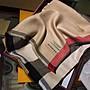 英倫風 經典格紋輕盈款羊絨圍巾 方巾 披肩 絲巾 圍脖 旅行披肩 女生配件 秋冬穿搭 新年禮物 禮品 附盒子手提袋