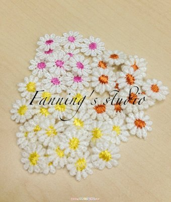 【芬妮卡Fanning服飾材料工坊】繽紛小花朵蕾絲片 直徑1cm 一組25入
