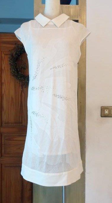 [C.M.平價精品館]M現貨特價/設計師專櫃/原價10980元清新品味耀眼閃鑽浮雕圖紋附細肩帶內襯二件式純白短袖洋裝