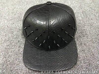 【HYDRA】COMO PYTHON LEATHER SPIKED SNAPBACK 黑色 鉚釘 金屬 蟒蛇皮 皮質壓紋 壓舌帽