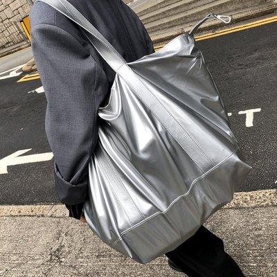 IM 個性旅行簡單亮皮大型購物包/型女霧銀色兩用大方包