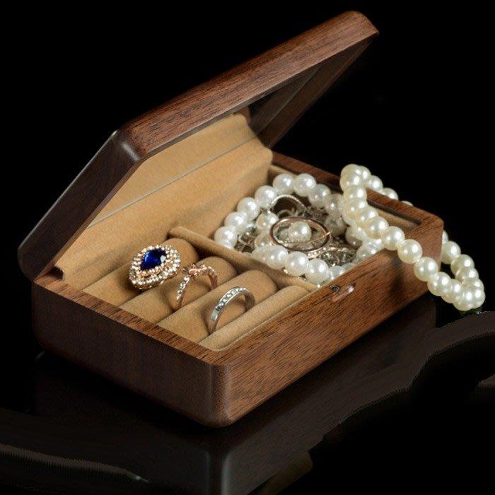 5Cgo【鴿樓】 566148756331 旅行宴會外出包攜帶式首飾盒實木旅行隨身手飾耳釘飾品收納盒迷你珠寶盒黑桃木帶化
