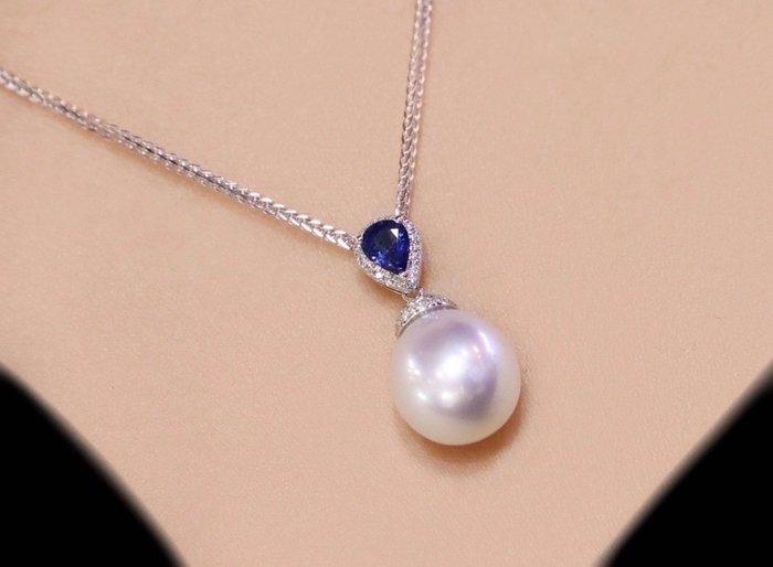 (輕舞飛揚)天然澳洲白珠,10到11m,18k金鑲鑽,鑽石15分,藍寶石約45分,近圓 正面幾乎無暇 背後微微瑕 皮光細膩亮