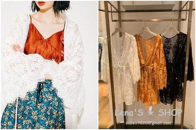🌺Lenas通販⭐特價⭐2019年6月日本Lily Brown三色透視蕾絲刺繡蝴蝶袖蝙蝠袖腰部綁帶繫帶中長版罩衫上衣