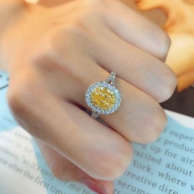 (陳淑芬手作)主石過1克拉的天然黃彩鑽,FANCY YELLOW 、VS, 18K金真鑽戒。配鑽70分,附AGL大證。