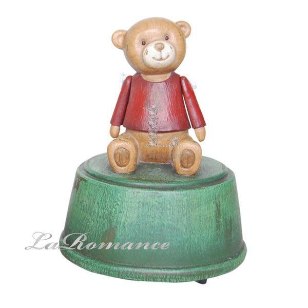 【芮洛蔓 La Romance】德國 Heidi 童趣家飾 - 紅衣寶貝熊音樂盒 / 鄉村風 / 小孩房 / 聖誕節