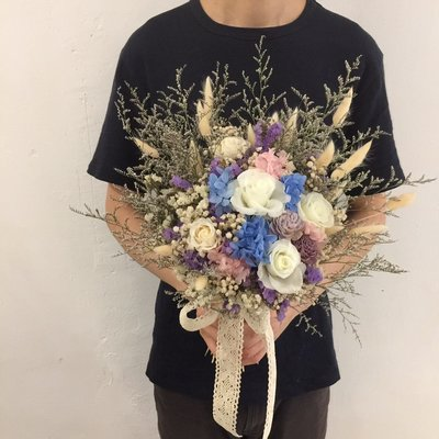 D34。藍紫白色系不凋花乾燥捧花。拍照捧花。客製新娘捧花。台北自取【Flower&House花藝之家】