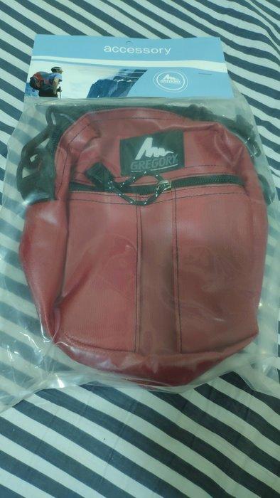 全新戶外潮牌GREGORY腰包,肩包(有防潑水材質),只剩下紅色,賣完沒了!歡迎面交!保障彼此買賣權益!美國製造!