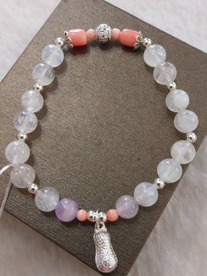 ~『臻愛.珊瑚玉石小鋪』~~粉紅珊瑚+月光石+ 紫水晶手鍊--好事花生.好運連連~~ (獨家設計款僅一條)~