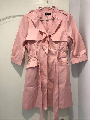 二手衣 nice ioi 粉紅亮面七分袖風衣外套