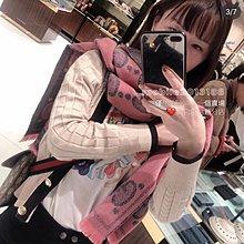 全新正品 GUCCI 598993 女生款 特大GG LOGO GG 提花 最新 灰粉色 羊毛圍巾 寬版圍巾 可當披肩