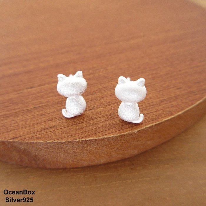 ☆§海洋盒子§☆小巧雪白噴砂小貓咪925純銀耳環 OB7686 (Q) 貼耳耳環