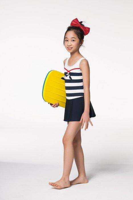 【  APPLE   】蘋果牌泳裝降價↘特賣~女童藍白橫條配蝶結連身裙泳衣(只剩12)  NO.105614