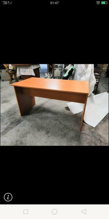 二手商場....4.5尺櫻桃木書桌..餐桌