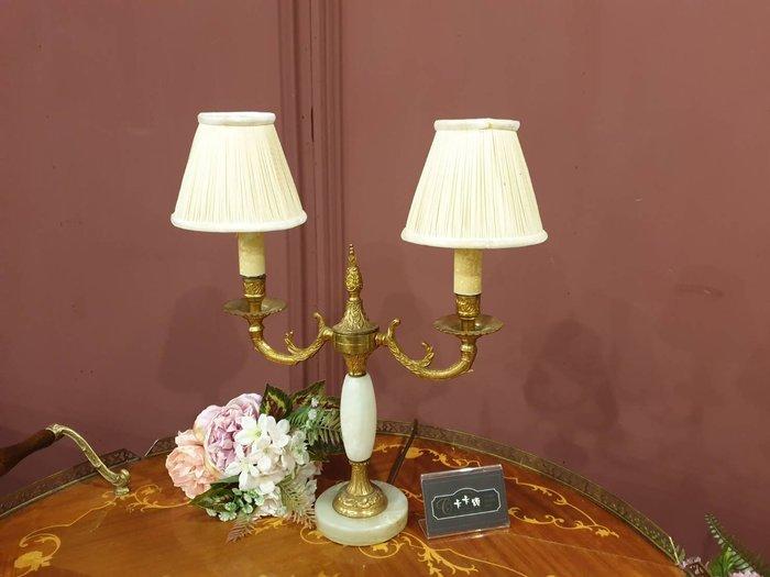 【卡卡頌 歐洲跳蚤市場/歐洲古董】法國老件 優雅 玉石  純銅  雕刻  雙燈頭   桌燈  檯燈  la0243