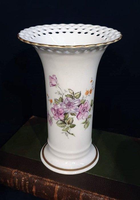 【卡卡頌 歐洲古董】德國(老件 未用如新) Wallendorfer 手工 花卉 花朵瓶口鏤雕  細膩花瓶  p1772