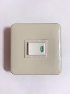 【高雄日電行】日本原裝 Panasonic 國際牌WNF5151 全彩色埋入式螢光開關 土黃色迷你插座板