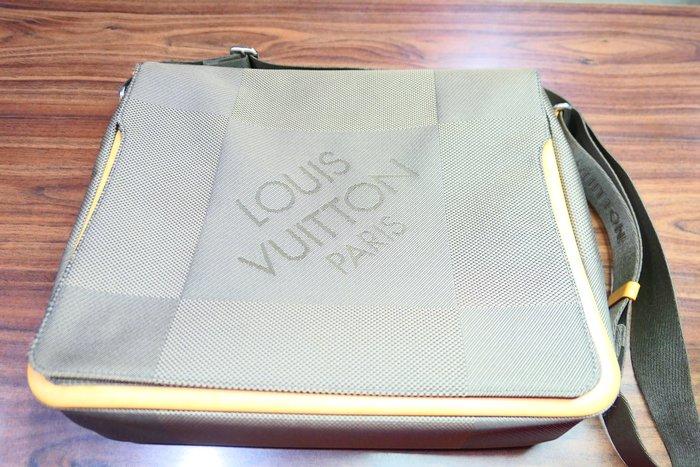[吉宏精品交流中心]LV M93030 灰色 電腦包 書包 斜背包 肩背包(附購証)