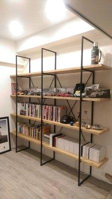 HODERN INDUSTRIAL BOOKCASE 造型工業風書架/書櫃/櫥櫃,黑鐵噴砂處理+叉叉造型,請鑑賞