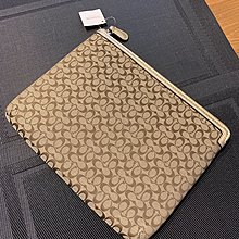 Coach Electronic Tablet Pouch Bay 100% Real 100% New Size : 27 cm x 22 cm