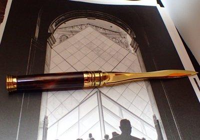 手創=首創~獨一無二突發奇想 手工製作拆信刀名牌古董鋼筆咖啡色樹脂大理石花紋握把可拔訂書針